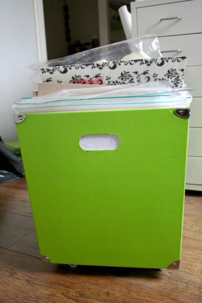 Коробочка с материалами для скрапбукинга