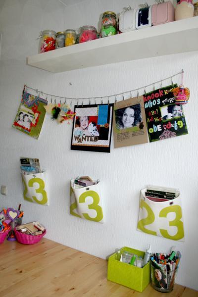 Коллекция скрап-страничек на стене